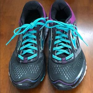 Brooks Ghost 9.5 women's athletic shoe
